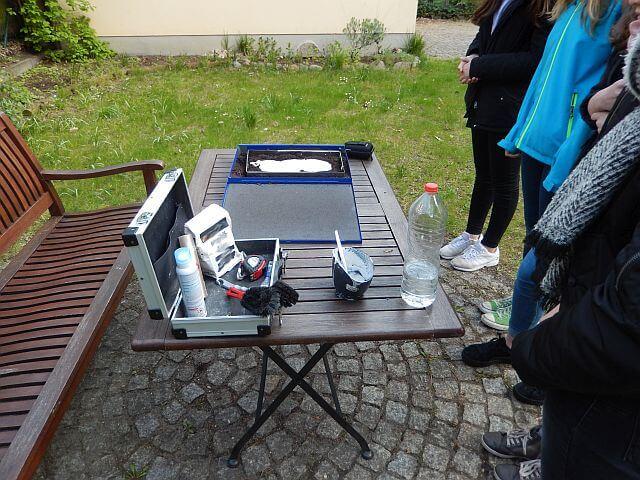 Detektiv Seminare am Arbeitstisch im Freien