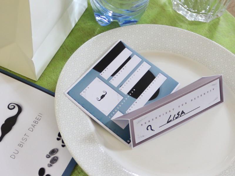 Detektivausweis mit Detektiv Tischkarte
